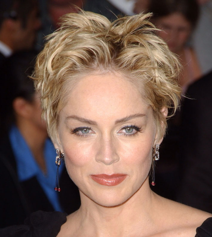 Taglio Pixie Cut Di Sharon Stone 56 Anni Pictures to pin on Pinterest