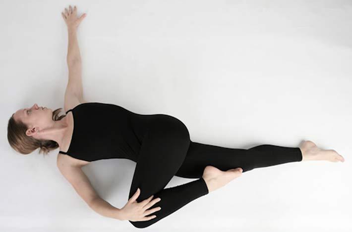 Dolori al coccige esercizi e pose yoga per alleviarli for Dolore addome sinistro alto