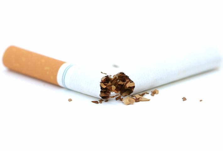 Quello che è il fumo come una dipendenza