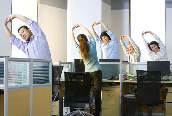 Esercizi di stretching da fare in ufficio