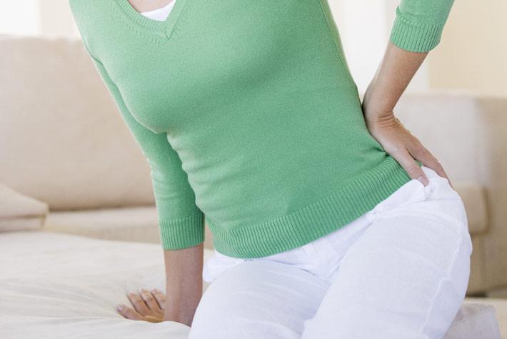 Le ginocchia fanno male quando si siedono troppo a lungo, dolore alla...