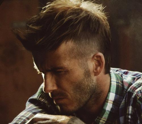 Taglio capelli lunghi con cresta