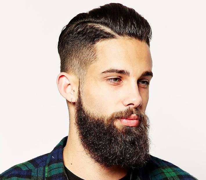 Taglio capelli corto ai lati lunghi sopra