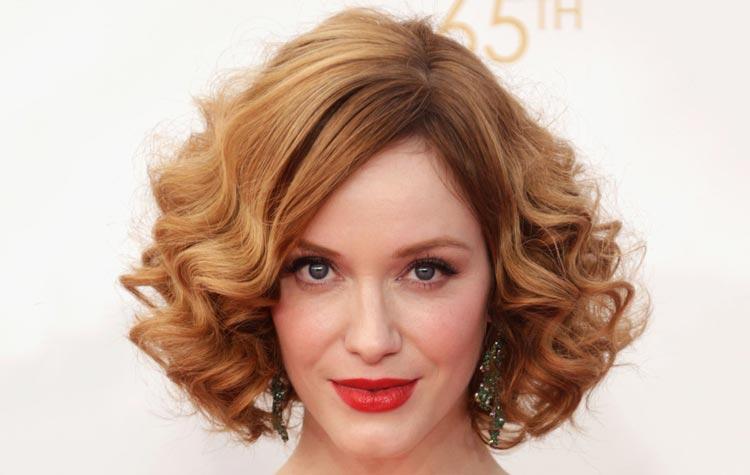 Taglio di capelli da donna corto per viso lungo di Christina Hendricks