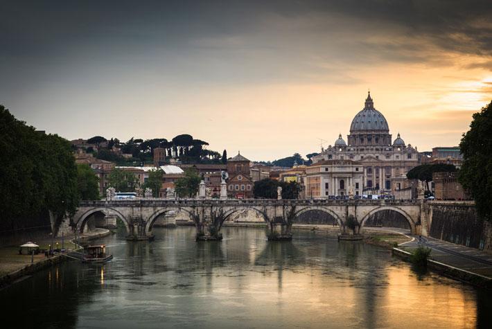Basilica di San Pietro in Città del Vaticano - Luoghi Sacri Più Visitati d'Europa