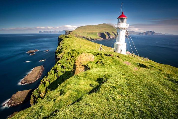 Faro di Kallur, Isole Faroe, Danimarca - Luoghi Più Remodi D'Europa E Del Mondo